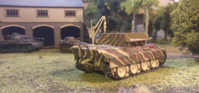 Der Bergepanther der Instandsetzungseinheit. Auch der Bergepanther sollte später in das Battlegroup-Spiel eingreifen. Auch hier sieht man im Vordergrund unweit der Panzerkette des Bergepanthers eine Drop-Box der british Paratroopers liegen.