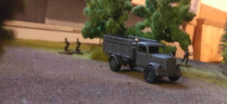Ein Lkw auf Patrouille. Jetzt gehen die Köpfe der Briten runter.