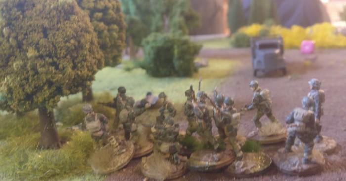 Scheibenkleister! Der Trupp des ersten Platoons ist einer deutschen Patrouille über den Weg gelaufen. Diese schlägt sofort Alarm.