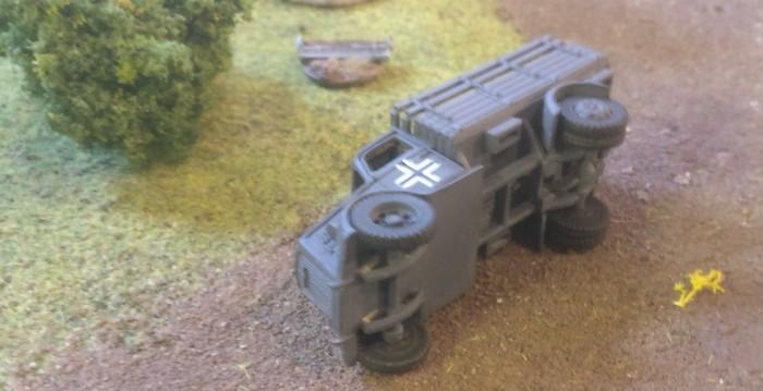Den Lkw hat es erwischt. Aus ist die Patrouille.