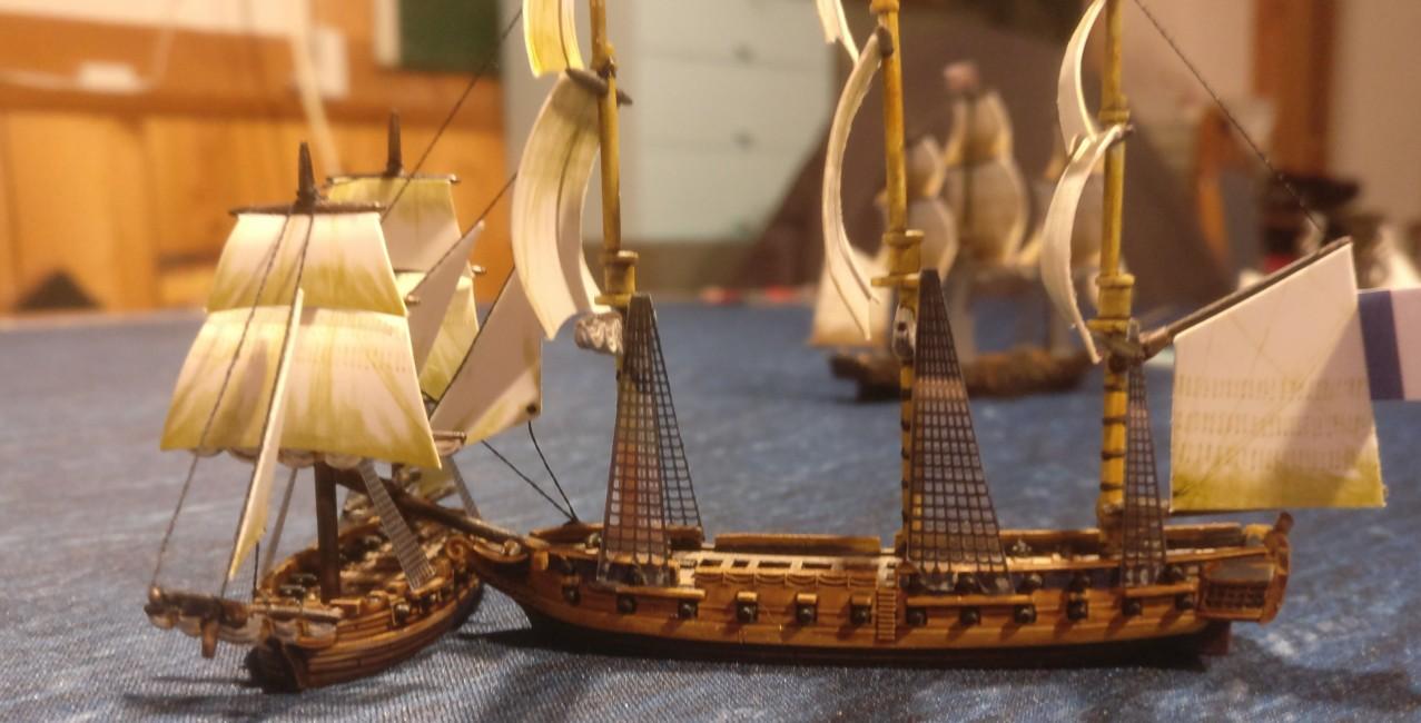 Wie man sieht... Hier nimmt das große französische 3rd Rate Schiff 6 Schäden und das kleine Schiff nimmt 10 Schäden. Black Seas kann brutal sein.