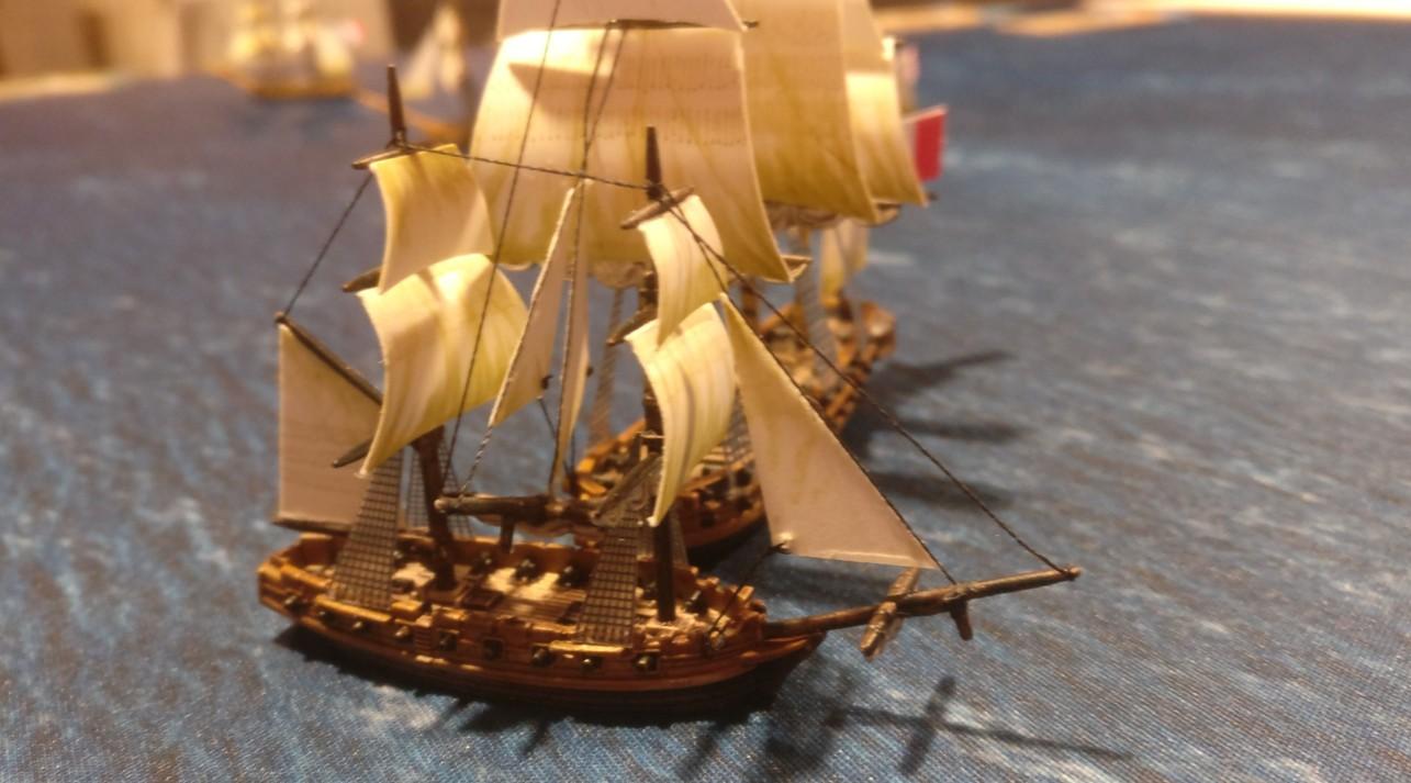 Unheil kündigt sich an. Ein 3rd Rate rumpelt in ein kleines Schiff. Black Seas erfordert wache Steuerleute.