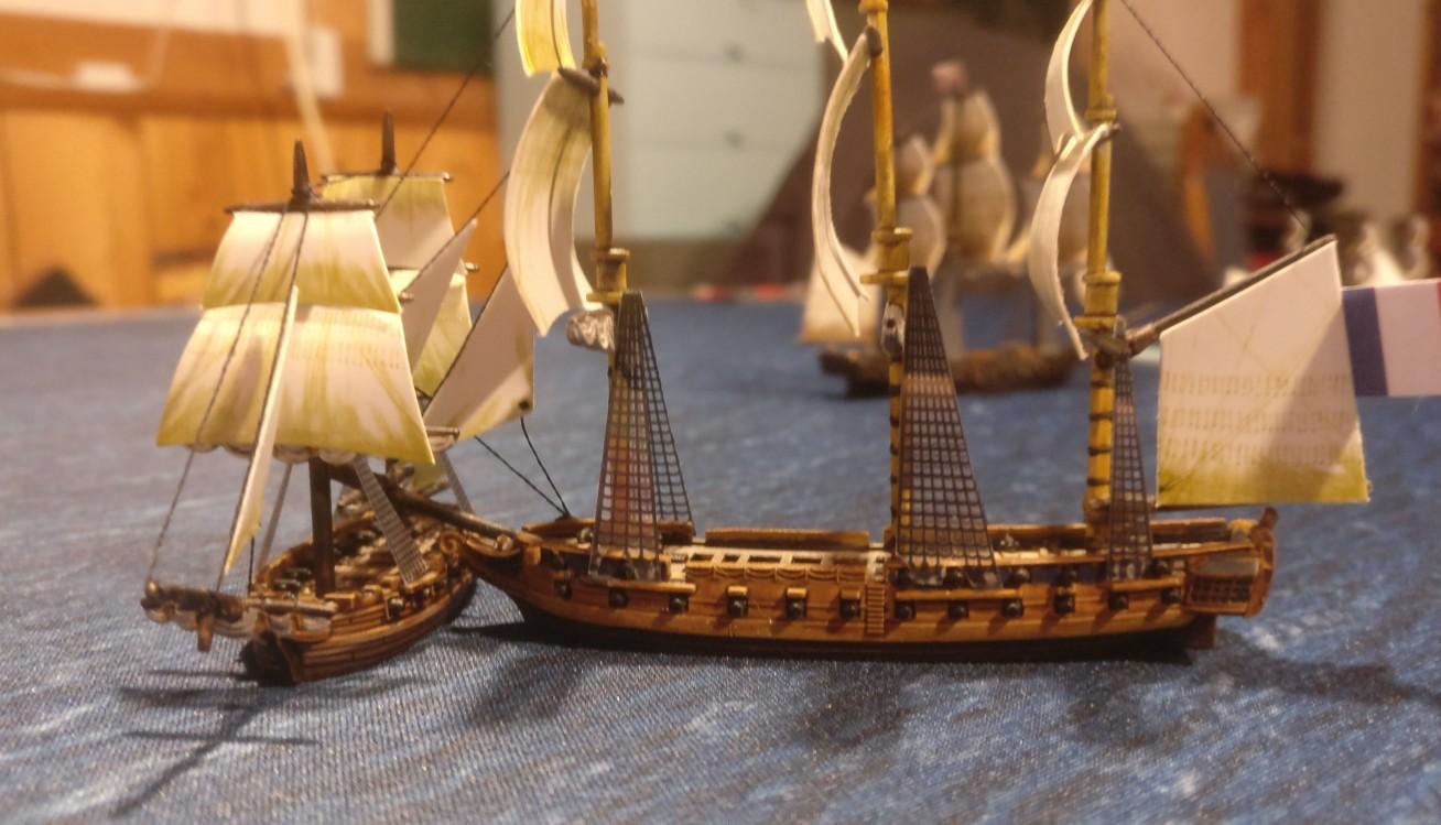 Hier bohrt sich das französische 3rd Rate Ship in das Piratenschiff.