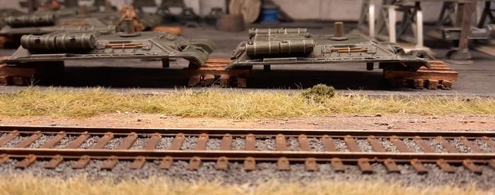 Die Arbeit liegt bereit. Die Panzerwannen wurden bereits aufgebockt und meine Holzbalkenstapel kommen zum Einsatz.