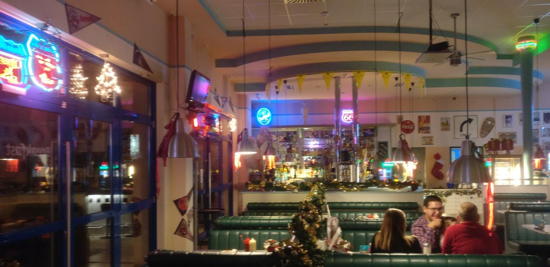 Drive-In, Rockabilly, da liegt ne ganze Menge Stimmung in der Luft. Da macht es auch Spaß sich nen fetten Burger reinzudrehen oder zwei.