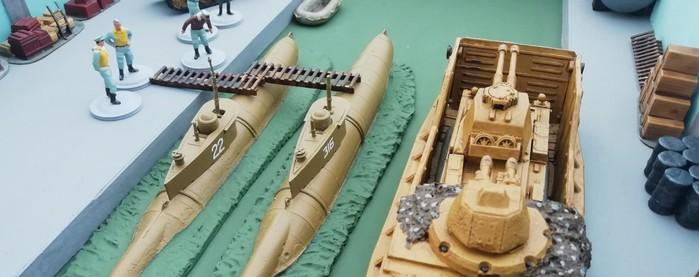 Welche Kampfkraft verbirgt sich in dem Kettenfahrzeg mit den zwei Kanonen? Sind es herkömmliche Kanonen oder moderne Strahlenwaffen?  (Foto: NEWOOD)
