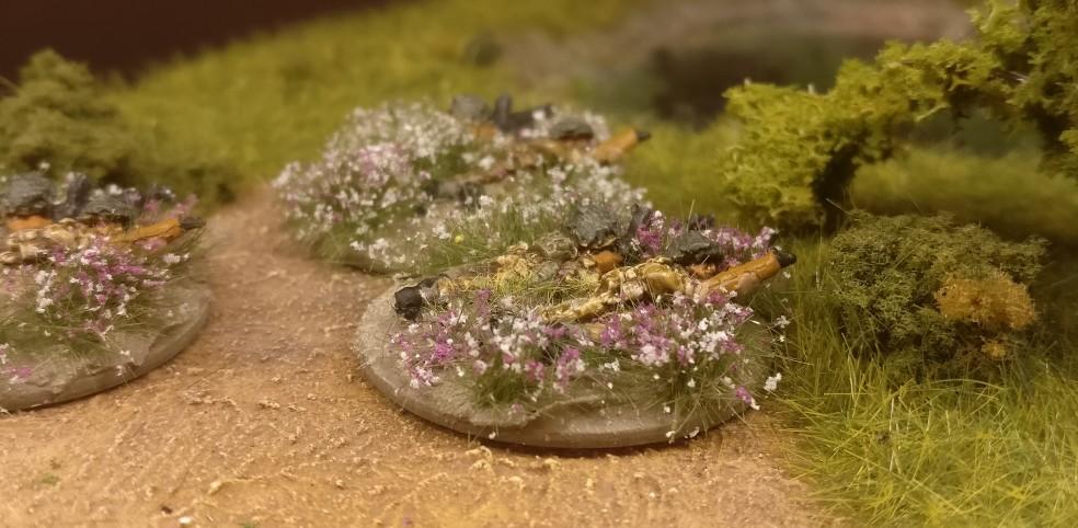 Gegenfeuer! McDermott drückt sich mit seiner Bren Machine Gun in die Deckung.