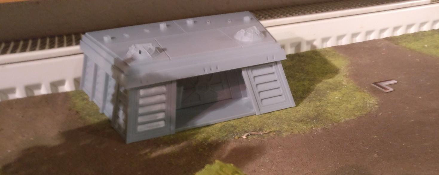"""Der Imperiale Bunker aus dem Expansion Set """"Star Wars Legion: Imperialer Bunker"""" ist heute mal nur Deko. Der wird noch ein wenig mit Farn eingewachsen, ganz wie es auf der Schachtel gezeigt wird. Aber das passiert in 2020..."""