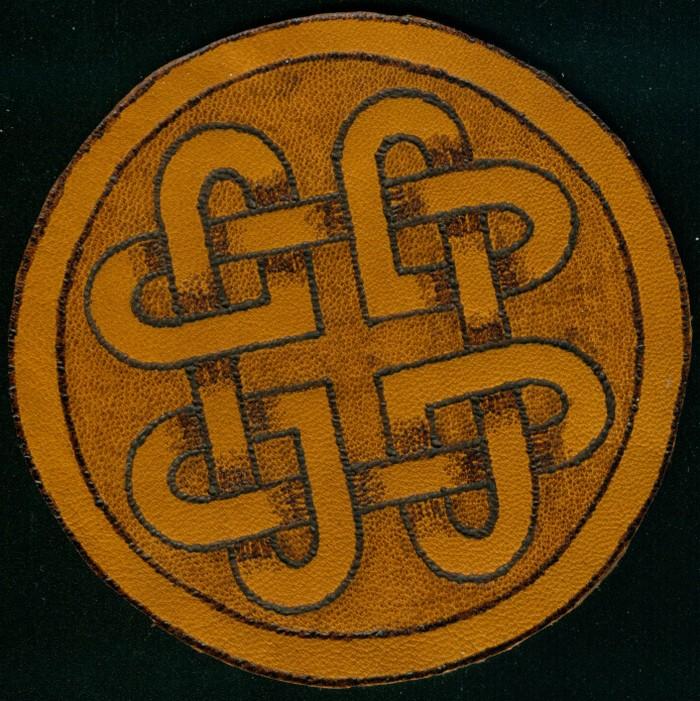 Ein keltisches Herzmuster auf Leder. Für einen SAGA-Spieler eine gute Grundlage  für einen Würfelsack.