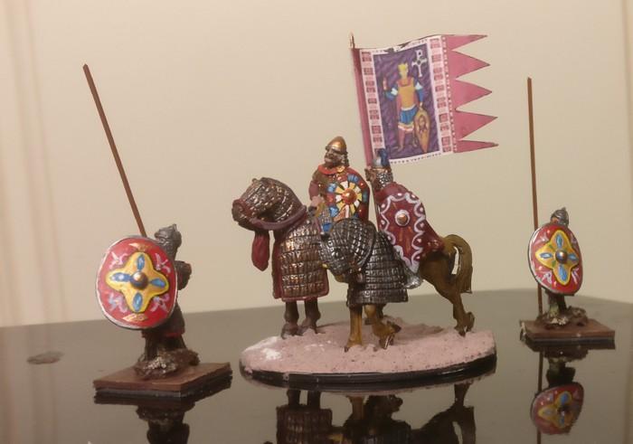 Der Kriegsherr, der beittene Standardtenträger und seine Leibgarde, zwei Veteranen. Die SAGA-Armee der Byzantiner vom XENA ist reichhaltig ausgestattet.