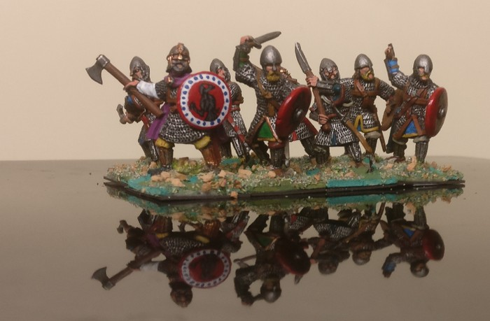 Die Warägergarde der Byzantiner ist schon eine brutale Bande. Rüstung 5(6) bzw. 6(6) ist heftig. Per Fernkampf sind die nicht kleinzukriegen. XENA hat sie liebenswerterweise in seine SAGA-Armee aufgenommen.