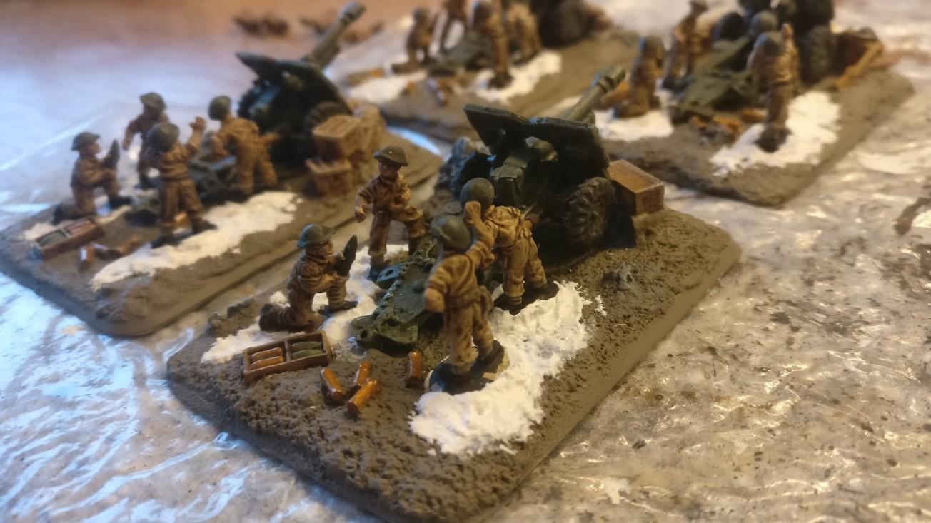 Nochma von der Seite: Die Royal Horse Artillery Battery von FoW mit aufgesetzten Bedienern.