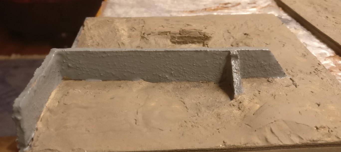 Die Fabrikmauer wird mit Panzergrau abgesetzt.
