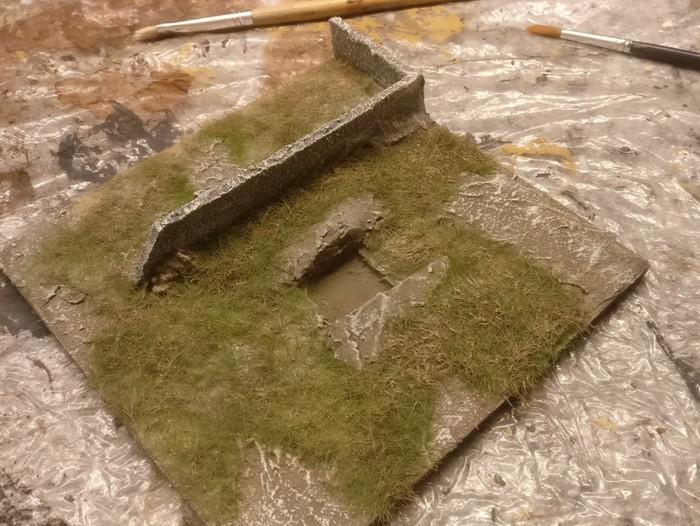 Das Gras wurde mit Erdfarbe eingefärbt.