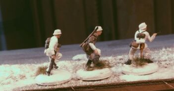 Italeri Stalingrad Tractor Plant: Wintergras und Schutt