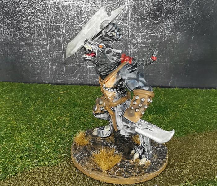 Der gleiche Wolf Fighter aus dem Wolfen & Skorpione: Confrontation Starter Set von Rackham von der Seite.