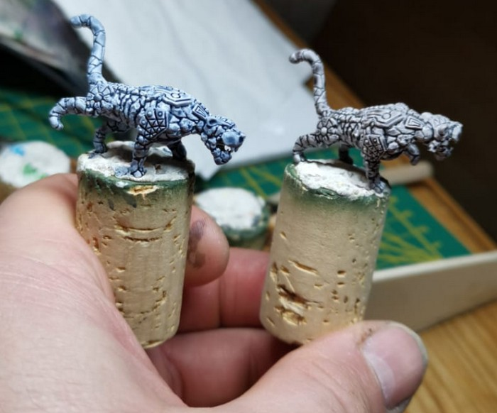 Zwei Steinpanther von Henry aus dessen Summoners-Pack. Die müssen erst noch werden. Bissig sind sie aber schon, wie ich gehört habe.