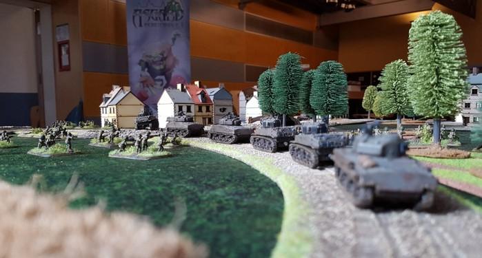 Die 157th US Infantry Division auf dem Flames of War Spieltisch auf dem Cave Con 2020 in Aschaffenburg.