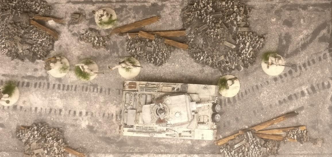 Hier das Resultat des Spurenlegens auf der Straße durch die Stalingrad Tractor Plant.