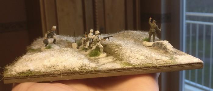 Das Modul Fabrikhof mirt 3er-Schützengraben im Endzustand. Die Figuren lassen es natürlich lebendiger erscheinen...