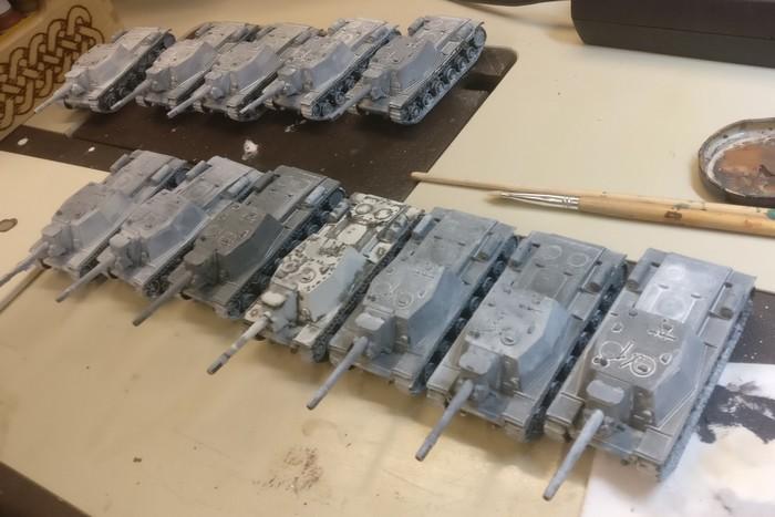 Das ganze Pegasus SU-52-Regiment nach dem Auftrag der ersten weißen Lasurschicht.