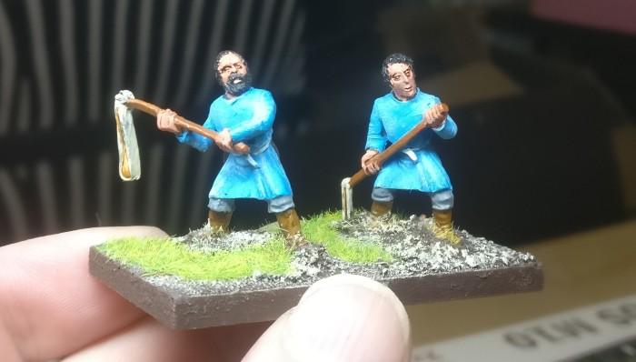 Zwei Psiloi aus XENAs Fuggergut. Herrliches Blau muss nun weichen... (Keine Sorge, ich habe noch etwa acht Stück in Blau übrig! Und die bleiben auch Blau.