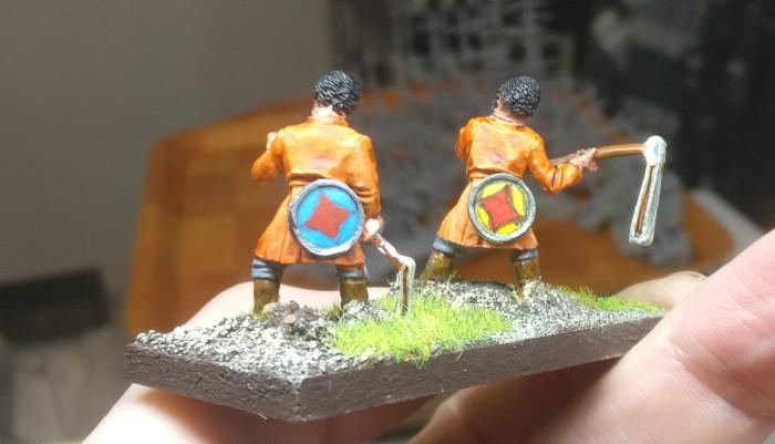 Die von der Gryph-Hound-Orange gefärbten Psiloi von hinten.