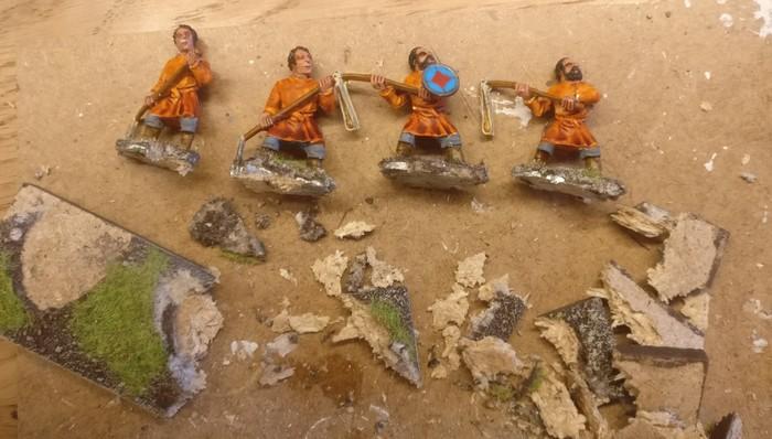 Die Figuren wurden zuerst einmal von ihren bisherigen Basen befreit.