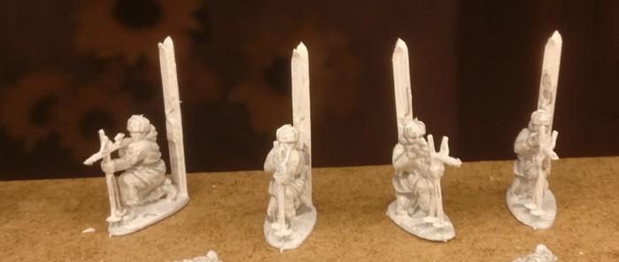 Die knieenden Schützen mit ihren Skiern. Hier ist bereits der Wash aus Mittelgrau aufgetragen.