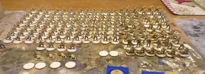 Hier die mal bereite Horde. Es sind vorwiegend Figuren der Matchbox US Infantry.
