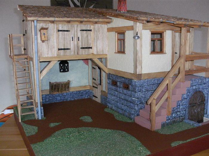 Auf Honischers Freebooters Fate Platte ist der Stall bereits entstanden. Auch das Wohngebäude wurde errichtet.
