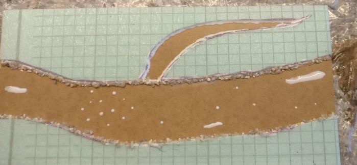 Die andere Bachplatte wird ebenfalls für die aufzubringenden Steine mit PONAL präpariert.