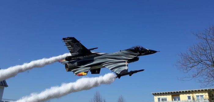 Die Nilkheim Air Show auf dem Areal der Nilkheim Military Facilities unweit der Nilkheimer Werft.