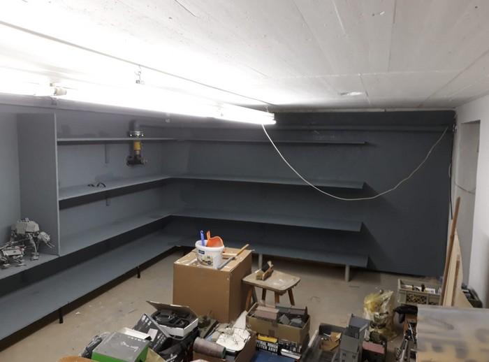 Hier wird es bereits. Die Airgun hat Wänden und Regalen einen angemessenen Farbton eingehaucht.