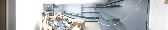 Rundumblick im neuen Nilkheimer Show Room. Werkzeug geht noch, Die Podeste für die Flieger kommen noch.