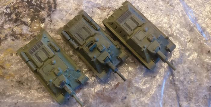 Die drei SU-122 von Pegasus (7664) wie sie von Doncolor ankamen.