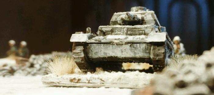 Ein Panzer IV Ausf. F des Panzer-Regiment 36 der 14. Panzer Division auf der Straße.