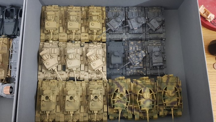 Die Halle 08 ist gut ausgebucht. Glücklicherweise sind auch die Panzer III sehr umgänglich.
