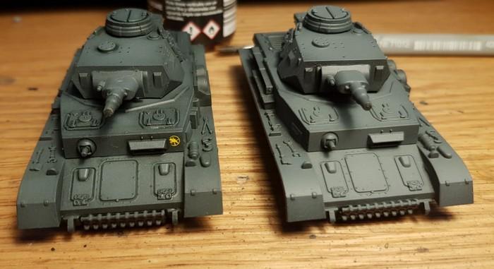Panzer IV mit Wash (links) und ohne (rechts).  Ich finde, der Unterschied macht den Wash zur Pflicht.