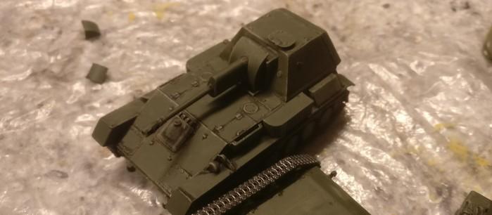 Die beiden UM SU-76 nach der Bemalung mit der Bronzegrün.