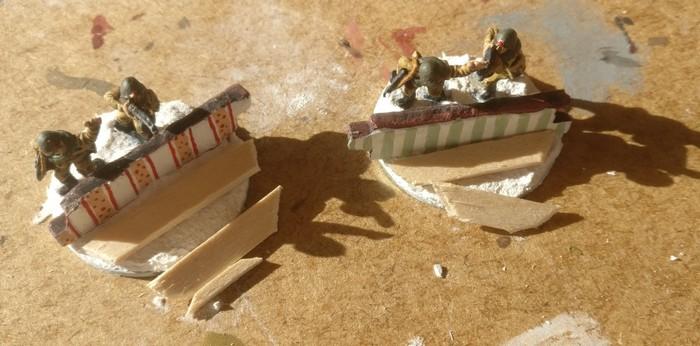 Die Holzdiehlen werden auf Länge geschnitten und an der Rundung der Base ausgerichtet.