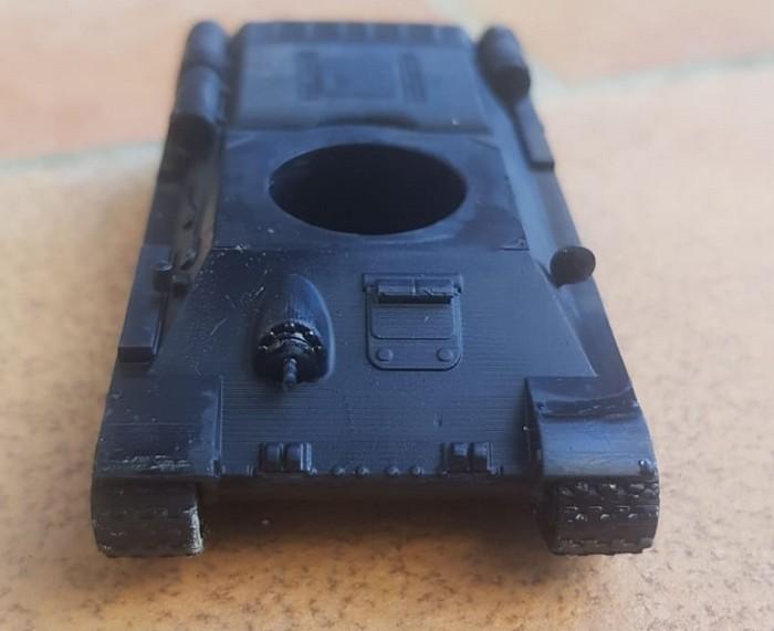Der T-34/76 in Nahaufnahme von vorne.