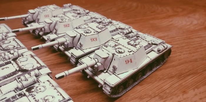 Die vier SU-152 von Pegasus der dritten Batterie des 1529. schweren selbständigen Selbstfahr-Artillerie-Regiments der 7. Gardearmee erhalten die Ziffern 91, 92, 93 und 94.