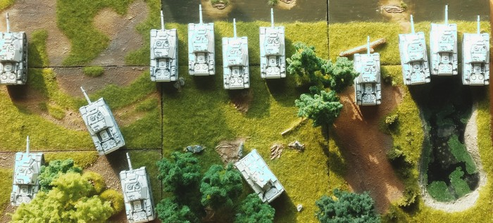Die zwölf SU-152 von Pegasus des 1529. schweren selbständigen Selbstfahr-Artillerie-Regiments der 7. Grdearmee am Fluss. Gleich gibt's Zunder!