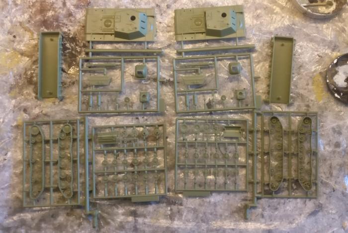 """Deutlich mhr Teile als bei T-26 und SU-122: Der Bausatz Pegasus 7668 SU-152 """"Soviet Assault Gun"""" verspricht Arbeit."""