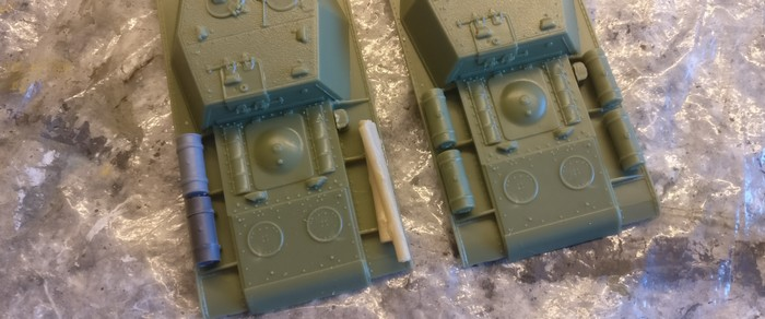 Die beiden fertigen Aufbauten der SU-152 (Pegasus 7668)