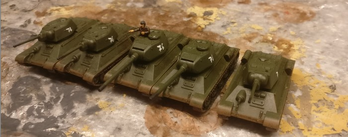 Hier fünf der PSC T-34 mit gemischten Türmen.