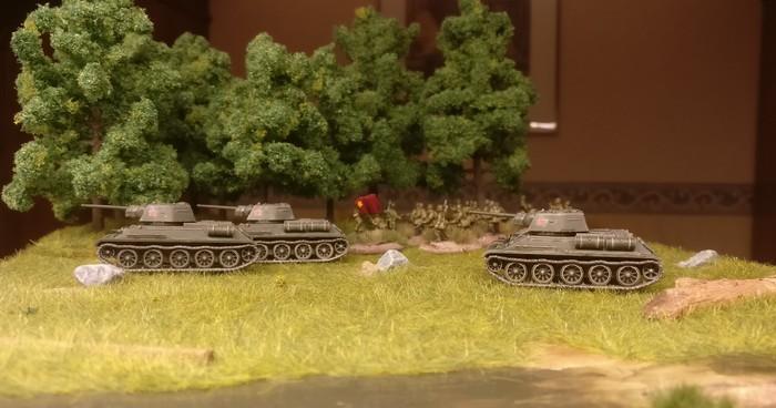 Drei T-34 von PSC im Sturmangriff.