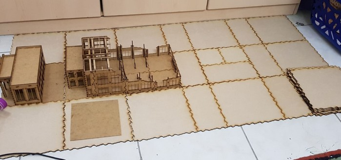 Das Fat-Pack vom Sarissa-Terrain Tile System hat sich Dominic gleich dazugeholt.