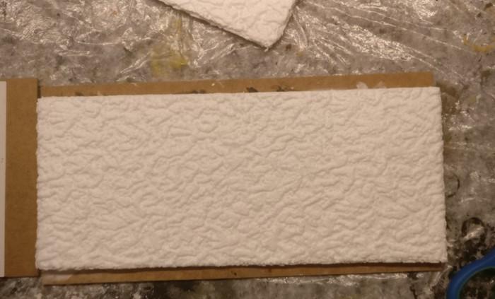Das große Terrain Tile und eine darauf gelegte Styropor-Platte.